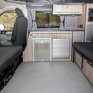 4092-vw_t6_volkswagen_transporter_camper-van_swb_ravenna_blue_stock_804